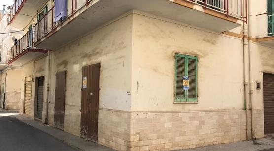 Locale a Corato, zona Piazza Gallo