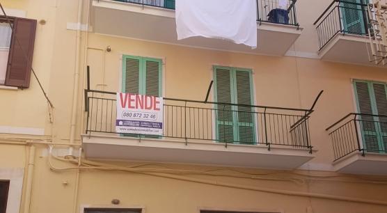 Appartamento a Corato, zona Viale V. Veneto