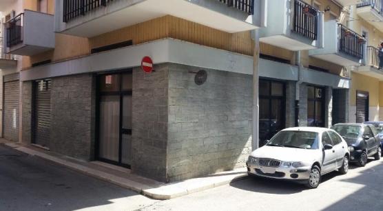 Affitto Locale a Corato, zona Via C. del Monte
